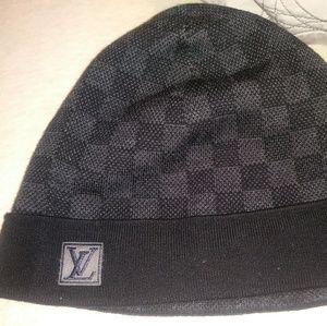 c2a6f779a2 Louis Vuitton Accessories - Flawless LOUIS VUITTON Bonnét damier ebene  beanie